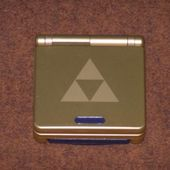 Game Boy Advance SP Triforce (fermée)